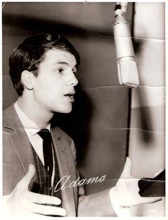 Adamo - Tombe La Neige (Fransızca version) (Her yerde kar var) Chill Out Music, Music Love, Nostalgic Songs, Old Music, I Love Him, Childhood Memories, Idol, Singer, Plus Belle