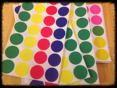Debbie's Spanish Learning: Colored Dots {Review Activity} perfect for colors and body parts!
