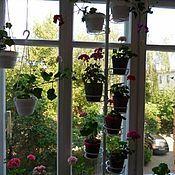 Распорная подставка для цветов на подоконник