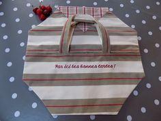 """Sac à tarte campagne en coton à rayures et carreaux rouge/écru/taupe et broderie """"Par ici les bonnes tartes !"""" : Autres sacs par rouge-lin-et-bois"""