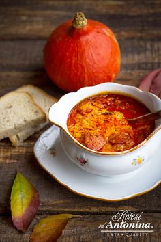 Hokaido dýni omyjeme (používá se i se slupkou), rozpůlíme a vydlabeme… Slovak Recipes, Czech Recipes, Hungarian Recipes, Ethnic Recipes, Soup Recipes, Cooking Recipes, Healthy Recipes, Pumpkin Squash, Salty Cake