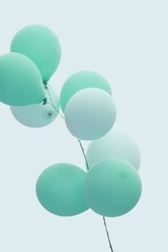 I love mint green. It's so calming, pretty and bright!!!!!