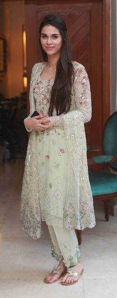 Every year the trend of ladies dresses has been appearing with so many changes. Ladies Fancy Dresses in Pakistan consist of formal and luxury evening. Check out fancy dresses for girls and women here Girls Fancy Dresses, Ladies Fancy Dress, Nice Dresses, Beautiful Dresses, Beautiful Ladies, Gorgeous Girl, Dresses 2016, Indian Fashion Trends, Asian Fashion