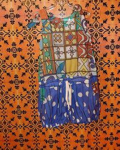 Os típicos azulejos pernambucanos, herança do período colonial, foram uma das inspirações para as estampas idealizadas pela artista plástica Adriana Tavares. Elas colorem camisetas, vestidinhos, topes, macacões…