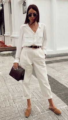 Best Workwear Combinations to Depend On If You Work At Home - Girlsinsights White Outfits, Casual Outfits, Smart Casual Outfit Summer, Casual Chic Summer, Chic Summer Outfits, White Jeans Outfit, Fashionable Outfits, Party Outfits, Blue Jeans