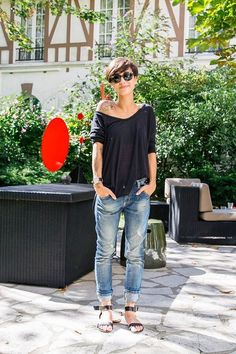 off the shoulder black top/boyfriend jeans. Cute, sexy, stylish and without heels! ;)