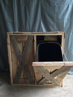 This is my new favorite bin for hiding trash and recycling. Dimensions (can make it a different size if needed) **All items are one of a kind creations and can vary from the picture, however Diy Home Decor Projects, Diy Pallet Projects, Home Decor Furniture, Pallet Furniture, Woodworking Projects, Rustic Furniture, Antique Furniture, Outdoor Furniture, Modern Furniture