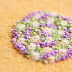 * . 幸せが来る、ラベンダー . . #刺繍#手刺繍#ステッチ#手芸#embroidery#handembroidery#stitching#needlework#자수#broderie#bordado#вишивка#stickerei