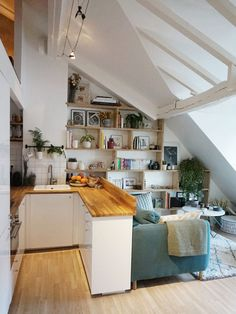 Comment créer une chambre supplémentaire dans un petit appartement à Paris ? - PLANETE DECO a homes world Small Apartments, Small Spaces, Decorate Studio Apartments, Awesome Apartments, Small Space Design, Paris Apartments, Renovation D, Small House Renovation, Architecture Renovation