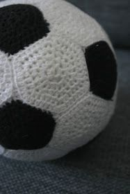 strik bed elsk: Hæklet fodbold opskrift