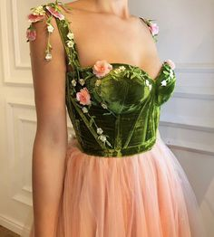 Details - Baby pink with green color - Tulle fabric with velvet green fabric - Handmade embroidered flowers - Ball-gown style - Party dress Evening dress Prom night dress Prom Night Dress, Evening Dresses, Prom Dresses, Formal Dresses, Bridesmaid Dress, Dress Prom, Pretty Dresses, Beautiful Dresses, Mode Glamour