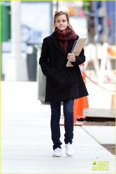 Emma Watson Braves Frigid Cold for NYC Apartment Hunting! |