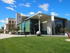 National Gallery of Australia (Wikipedia/Nick-D, CC BY-SA 3.0)