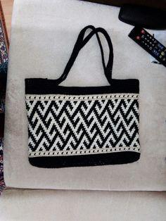 Crochet Clutch, Crochet Tunic, Crochet Purses, Mochila Crochet, Tapestry Crochet Patterns, Plastic Canvas Stitches, Diy Clutch, Tapestry Bag, Boho Bags
