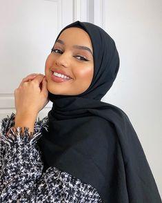 Arab Girls Hijab, Girl Hijab, Hijab Outfit, Simple Hijab, Hijab Casual, Muslim Women Fashion, Islamic Fashion, Hijab Makeup, Model Poses Photography