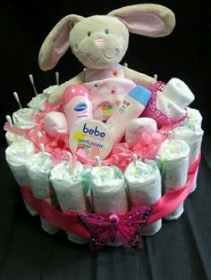 The diaper cake is a pretty party favor. In the middle of . - Baby Diy - The diaper cake is a pretty party favor. In the middle of… - Baby Shower Cakes, Baby Shower Diapers, Baby Boy Shower, Baby Shower Gifts, Baby Party, Baby Shower Parties, Baby Shower Themes, Homemade Gifts, Diy Gifts