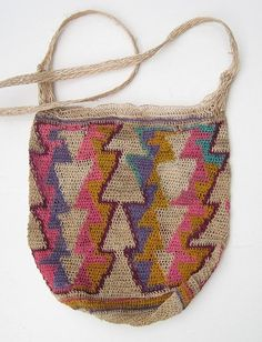 Chacara Bags from the Ngobe-Bugle of Panama Textile Texture, Tribal Dress, String Bag, Tapestry Crochet, Knitted Bags, Hobbies And Crafts, Handmade Bags, Traditional Dresses, Bag Accessories