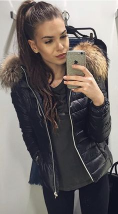 puffer jacket and army green with leggings and a high ponytail Trendy Fashion, Winter Fashion, Fashion Outfits, Womens Fashion, Fashion Trends, Women's Puffer Coats, Chic Winter Outfits, Trending Today, Mom Outfits