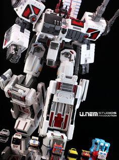 Maketoys Utopia - 3rd party Metroplex  [Classics] Autobot - Basebot - Metroplex 02c-1 | Flickr - Photo Sharing!