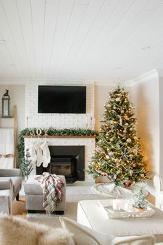 Neutral farmhouse style holiday decor paired with lots of rich texture and a few pops of plaid come together to create a nostalgic + cozy Christmas home tour.  #farmhousechristmas #nostalgicchristmas #christmasdecor