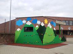 Beschilderde klimmuur op speelplaats van lagere school Immaculata Tienen Kids Outdoor Play, Outdoor Learning, Outdoor School, Outdoor Classroom, 40 Book Challenge, Learning Spaces, Patio, Kid Spaces, Kids Playing