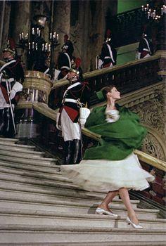 Audrey Hepburn dans les escaliers de l'Opéra by Ωméga