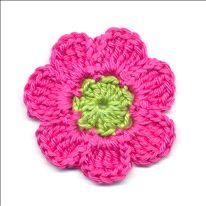 Gratis haakpatroon bloem. Versier je tas, sjaal, agenda, haarband of kleding met gehaakte bloemen. Haakpatroon bloem met 7 blaadjes, eenvoudig te haken en zo klaar.