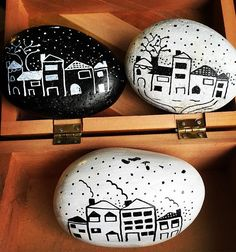 #littlehouses #stonepainting #stonepaintingart #rockpainting #paintedrocks #blacksndwhite #acrylics
