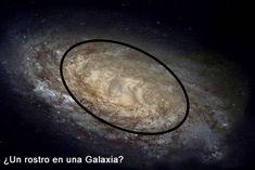 Foto de una galaxia tomada con un telescopio, que parece la cara de una persona.
