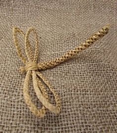 Dragonfly Favour Something different to give your guests on your special day. Or how about a lovely way to say thank you to your bridesmaids and flower girls. Flax Weaving, Straw Weaving, Willow Weaving, Paper Weaving, Basket Weaving, Hobbies And Crafts, Diy And Crafts, Arts And Crafts, Corn Dolly