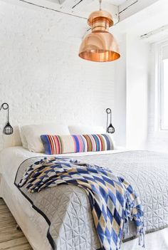 No need to sacrifice style. Just look at these gorgeous small spaces—full of vibrant color and bold decor—for proof. Here, our favorite small bedrooms giving us major design inspiration. Small Bedroom Furniture, Furniture Layout, Bedroom Decor, Cheap Furniture, Furniture Makers, Furniture Nyc, Furniture Online, Furniture Design, Decoration Design