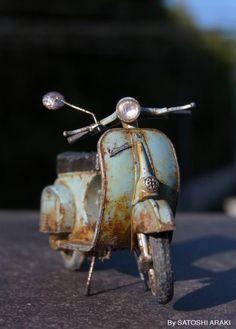 Rusty Vespa // the amazing miniature world of Satoshi Araki . places where has on the things people abandoned. Vespa 125, Moto Vespa, Piaggio Vespa, Lambretta Scooter, Vespa Scooters, Vintage Vespa, Vintage Cars, Vespa Modelle, Retro