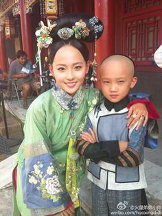 宫锁珠帘 / Mystery in the Palace (Chinese TV drama series). Manchu Chinese  clothing worn during the Qing dynasty era.