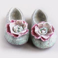 Wool felt slippers, women slippers, felted slippers - Pastel flowers - pinned by pin4etsy.com