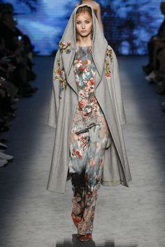 Alberta Ferretti Fall 2016 Ready-to-Wear Fashion Show  http://www.theclosetfeminist.ca/  http://www.vogue.com/fashion-shows/fall-2016-ready-to-wear/alberta-ferretti/slideshow/collection#23