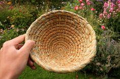 Making a basic coiled basket- jonsbushcraft.com