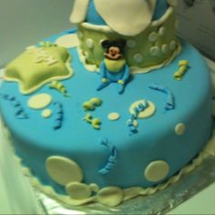 My sister in law makes these amazing cakes!  You can find her on facebook; A Slice of Heaven.  One year old birthday cake