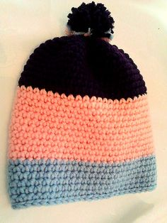 Trendige Mütze mit Bommel rosa / blau / lila gehäckelt Knitted Hats, Winter Hats, Beanie, Knitting, Fashion, Lilac, Knitting And Crocheting, Handarbeit, Knit Hats