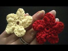 ▶ Blume häkeln - einfach und schnell - 5 spiralförmige Blätter - YouTube