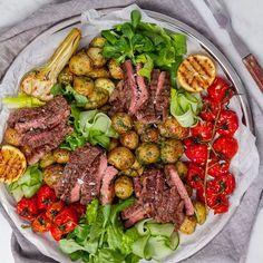 Recept på Biffsallad med chimichurridressad potatis | MatHem Poke Bowl, 20 Min, Hummer, Garam Masala, Halloumi, Coleslaw, Palak Paneer, Grilling, Healthy Recipes