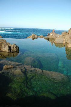 #Portogallo Fare una gita in barca è un'ottima occasione per ammirare la suggestiva costa delle isole di Madeira.