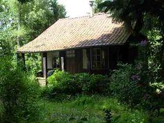Ardennen.Isba en Datcha, primitieve huisjes maar dan ook erg goedkoop.