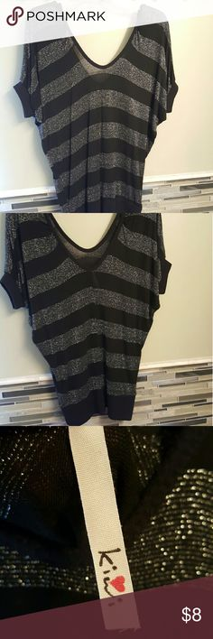 Worn a couple times Kiwi size L top kiwi Tops Tees - Short Sleeve
