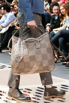 Enjoy express shipping & free returns on pre-owned Louis Vuitton for men at Farfetch. Find the famous vintage monogram on travel bags, luggage & lifestyle. Vuitton Bag, Louis Vuitton Handbags, Vogue Paris, Lv Men, 2014 Fashion Trends, Handbags For Men, Chef D Oeuvre, Thing 1, Mode Style
