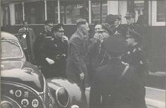1941. Police officers in Amsterdam arrest a man for alleged insult of national socialism. Photo Stadsarchief Amsterdam / Bart de Kok. #amsterdam #1941 #worldwar2