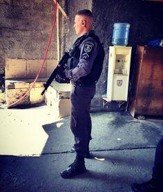 BOA NOITE GUERREIROS ESSE É O SD NASCIMENTO - GTPP VILA CRUZEIRO.  MOTIVAÇÃO POLICIAL : Eu afirmo a vocês que isto é verdade: quem ouve as minhas palavras e crê naquele que me enviou tem a vida eterna e não será julgado mas já passou da morte para a vida. João 5:24  #OrgulhoMilitar  #Pmerj #Policia #MotivaçãoPolicial #PoliciaisMilitares #Militarismo #ForçaEHonra #ServirEProteger #SerPolicialÉSobreTudoUmaRazãoDeSer #PoliciaBrasileira #operaçoõesEspeciais #policeofficer #fotografomilitar…