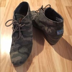 Toms Camo Desert Wedge Size 7.5. Only wear is shown on bottom of shoe from one use. Great pair of shoes and so comfortable! Price is firm on posh as these are discontinued. TOMS Shoes Wedges