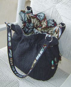 bag from studiokat ~ there are some free patterns on this site but in particular, inspiration here and love the contrast on the handles....... clever