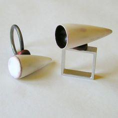 """ROMI BUKOVEC - """"brez sijaja"""", prstana, srebro, aluminij, les (lužen, barvan, brušen, lakiran) (enamel???)"""