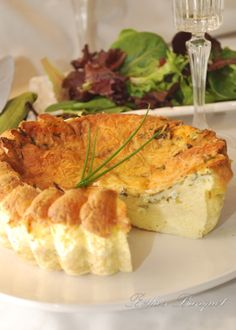 Brie Cheese and Chive Quiche I am always looking for new ways to to utilizes all my chives, this recipe is easy and to me, screams spring! Brie, Quiche, Camembert Cheese, Recipe, Spring, Easy, Food, Dishes, Cooking